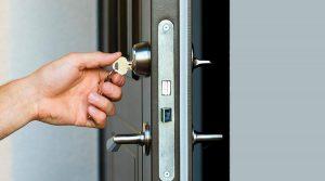 dejarse las llaves puestas por dentro