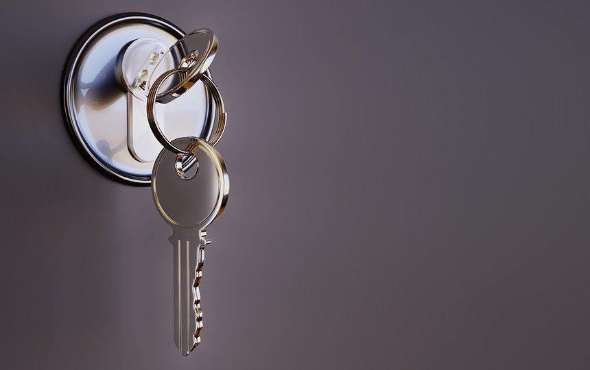 ¿Puede el inquilino cambiar la cerradura de un piso de alquiler?