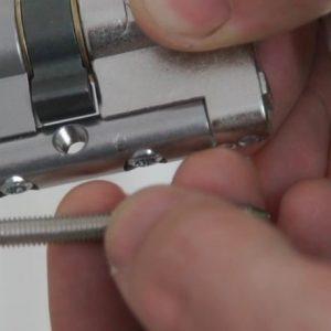 Como cambiar el bombín de una cerradura